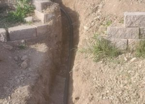 plumber-replaces-water-line