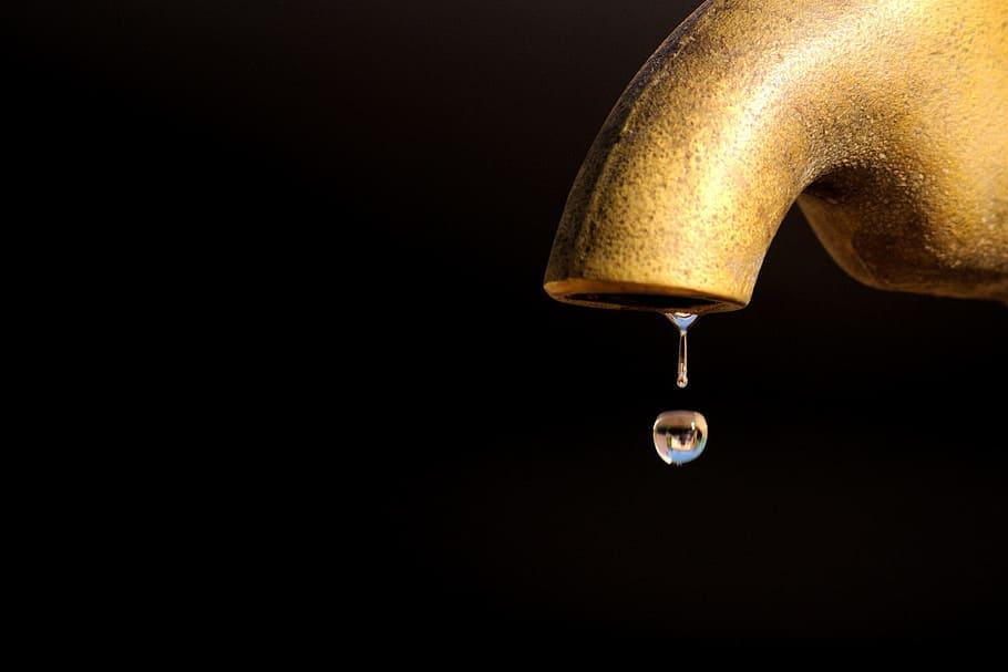 leaking-water